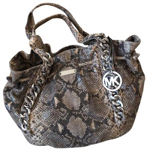 Michael Kors Hobo Bags - Up to 70% off at Tradesy 27ff0f69ec750