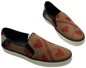 Burberry Hearts Brown, Red, Black, White Athletic