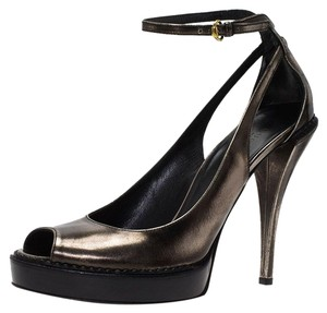Gucci Women s Shoes on Sale - Up to 70% off at Tradesy 4a62b580783b