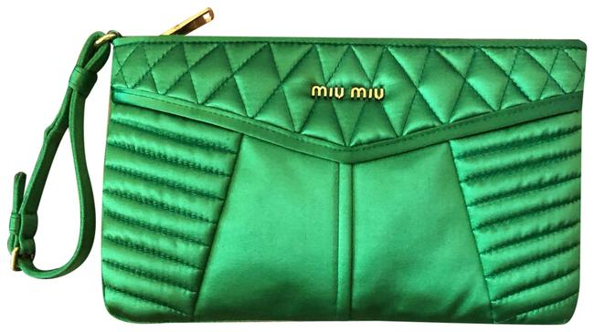 Item - Clutch Silk Green Satin Wristlet