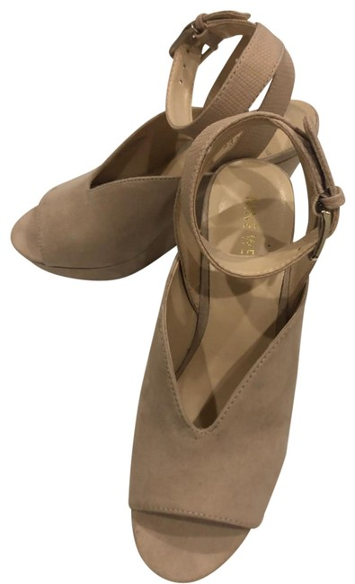 Item - Beige Blush Women's Sandal Wedges Size US 5.5 Narrow (Aa, N)