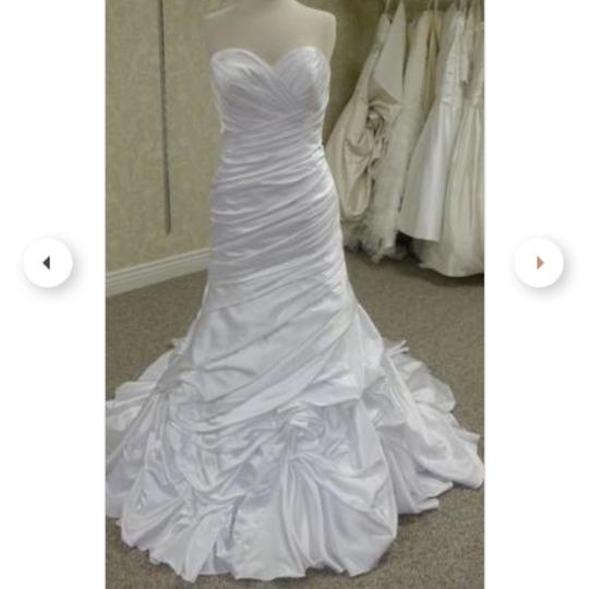 Preload https://img-static.tradesy.com/item/24822839/allure-bridals-white-sweetheart-fitted-modern-wedding-dress-size-10-m-0-0-540-540.jpg