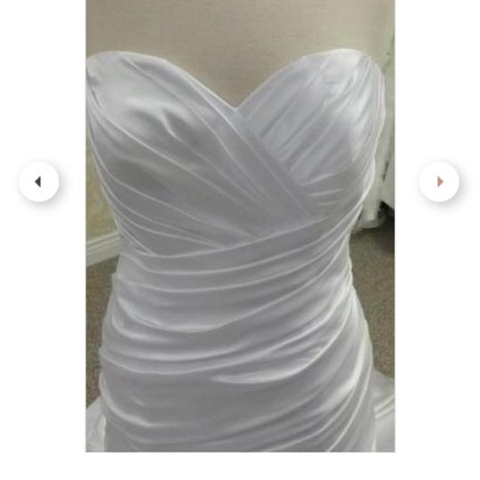 Allure Bridals White Sweetheart Fitted Modern Wedding Dress Size 10 (M)