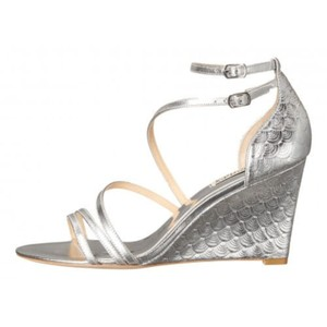 Badgley Mischka Leather Elegant Metallic Carnation Silver Wedges