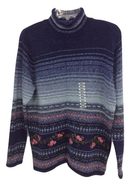 Item - Floral Embroidered Blue Sweater