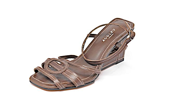 Item - Brown W London Leather Stitched Architectural Heels Sandals Size EU 36 (Approx. US 6) Regular (M, B)