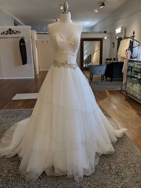 Item - Tulle and Lace 9351 Formal Wedding Dress Size 10 (M)