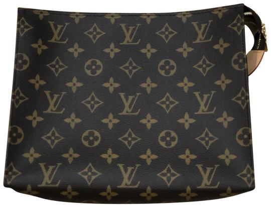 Preload https://img-static.tradesy.com/item/24828877/louis-vuitton-monogram-toiletry-pouch-26-clutch-0-1-540-540.jpg