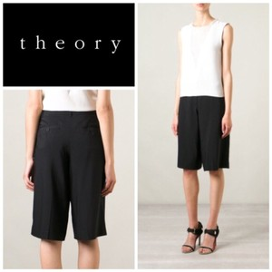 Theory Bermuda Shorts black