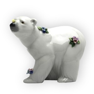 Lladró Multicolor #6354 Attentive Polar Bear with Flowers Artic Decoration