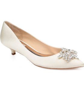 Badgley Mischka Ivory Bhldn Vail Crystal Embellished Pumps Size US 8.5 Regular (M, B)