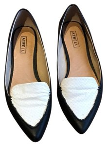 Atwell black and white Flats