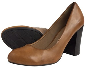 Chinese Laundry brown Pumps