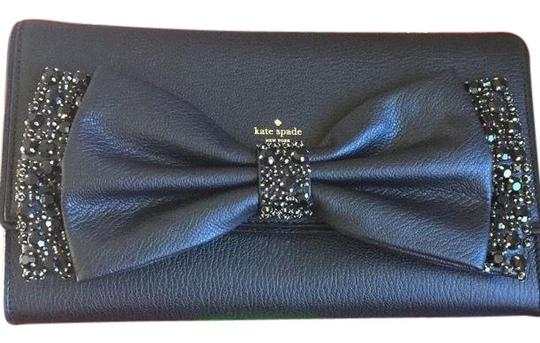 Preload https://img-static.tradesy.com/item/24834094/kate-spade-leather-with-bow-manor-place-shea-wkru4130k-clutch-0-1-540-540.jpg