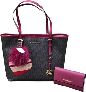 Michael Kors Mk Carryall Saffiano Leather Travel Carryall Dusty Rose Tote in brown/cherry
