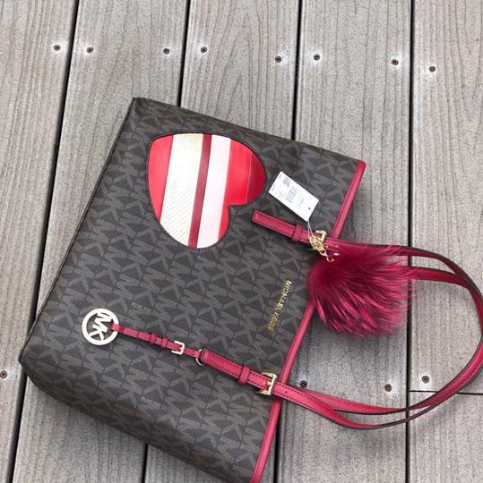 Michael Kors Mk Carryall Saffiano Leather Travel Carryall Dusty Rose Tote in brown/cherry Image 3
