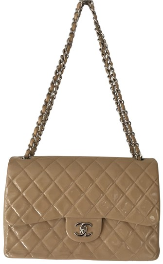 Preload https://img-static.tradesy.com/item/24834823/chanel-quilted-jumbo-double-flap-beige-patent-leather-shoulder-bag-0-1-540-540.jpg