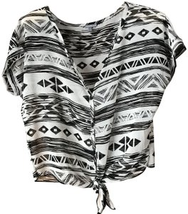 Charlotte Russe Self-tie Waist Geometric Print Short Sleeves V-neck Polyester Top White w/Black