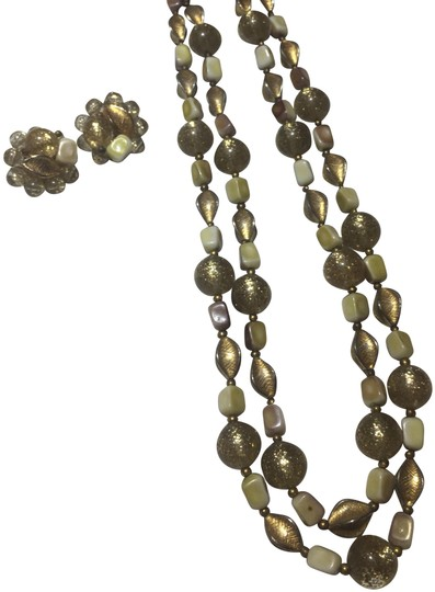 Preload https://img-static.tradesy.com/item/24838862/gold-beaded-necklace-and-earring-set-0-2-540-540.jpg