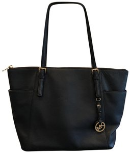5fbd3c87dc1 Michael Kors Bags on Sale - Up to 70% off at Tradesy