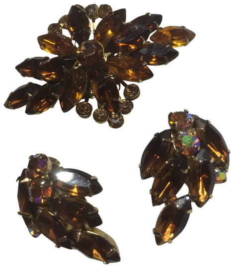 Preload https://img-static.tradesy.com/item/24838913/brown-crystal-gold-flower-brooch-and-pin-set-crystals-on-brooch-and-earrings-0-1-540-540.jpg