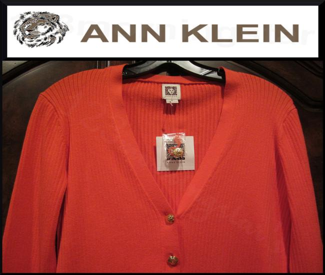 Anne Klein V-neck Signature Buttons Allover Ribbed Print Fitted Silhouette Gold Hardware Cardigan Image 3