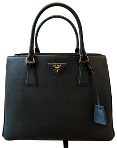 aef6607696eafe Prada Saffiano Bags - Up to 70% off at Tradesy