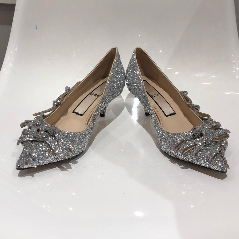 bc4338ca1d8 N°21 Silver Glitter Bow Kitten Heels Pumps Size US 9.5 Regular (M