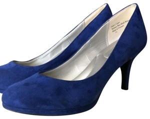 Kelly & Katie royal blue Pumps