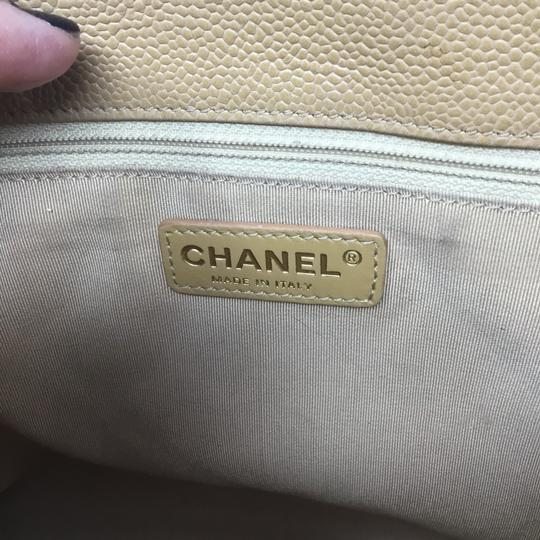 Chanel Tote in tan Image 10