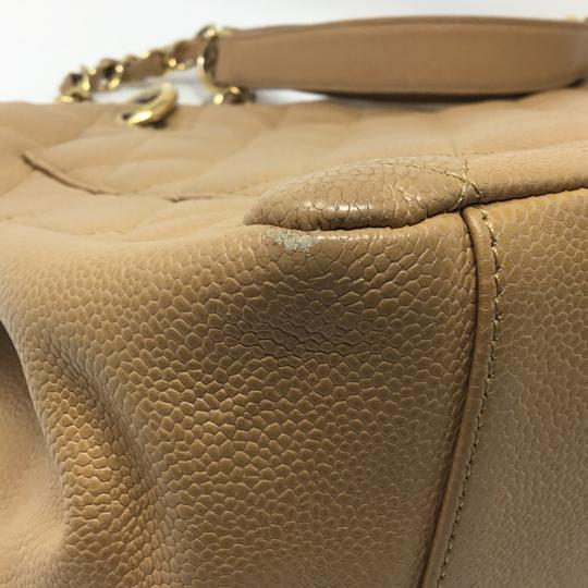 Chanel Tote in tan Image 4