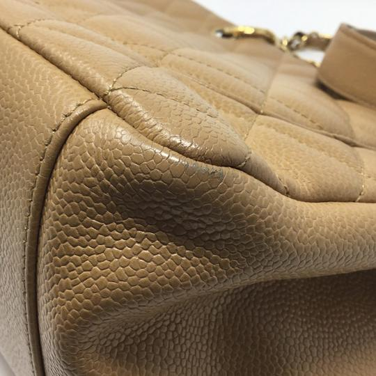 Chanel Tote in tan Image 5