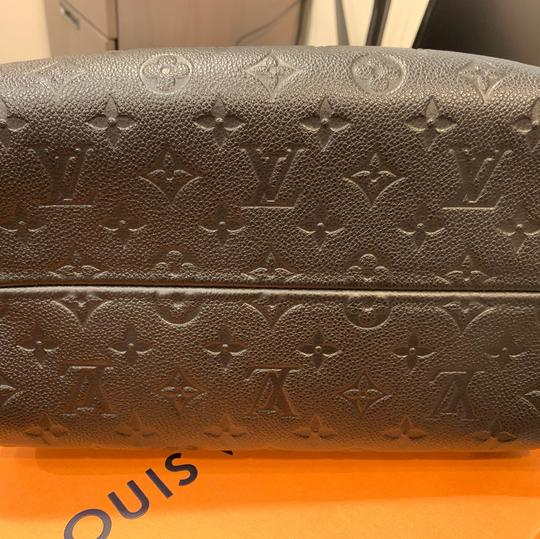 Louis Vuitton Cross Body Bag Image 9