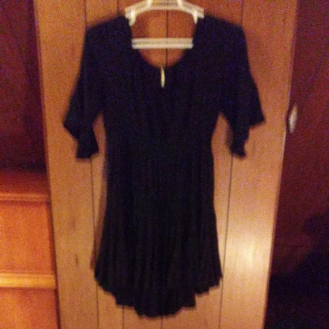 Preload https://img-static.tradesy.com/item/24846882/free-people-black-great-condition-no-stains-or-signs-of-wear-short-casual-dress-size-os-one-size-0-0-650-650.jpg
