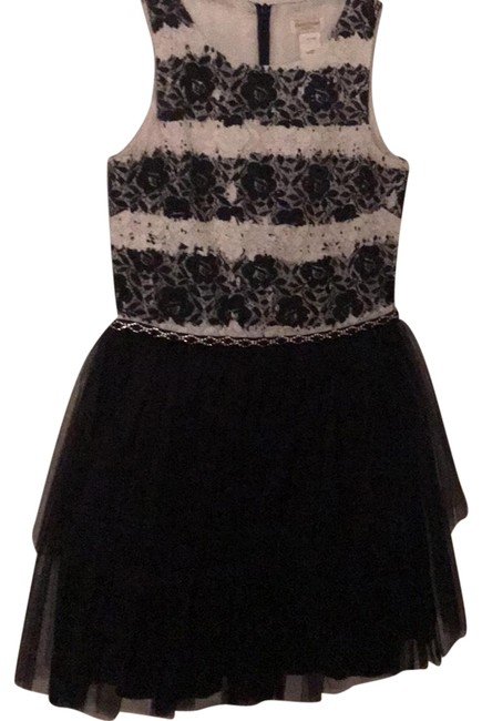 Preload https://img-static.tradesy.com/item/24847016/charles-david-black-and-white-12-years-mid-length-night-out-dress-size-petite-2-xs-0-1-650-650.jpg