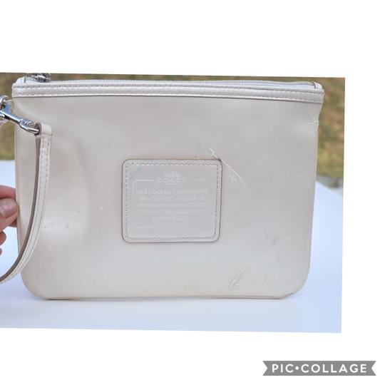 Preload https://img-static.tradesy.com/item/24847256/coach-off-white-patent-leather-wristlet-0-0-540-540.jpg