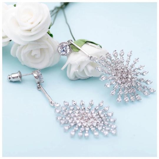 ME Boutiques Private Label Collection Swarovski Crystals The Poppy Starburst Earrings S3 Image 2