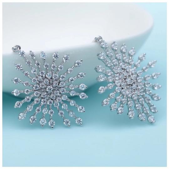 ME Boutiques Private Label Collection Swarovski Crystals The Poppy Starburst Earrings S3 Image 3