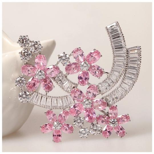 ME Boutiques Private Label Collection Swarovski Crystals The Talithia Gorgeous Brooch S3 Image 1