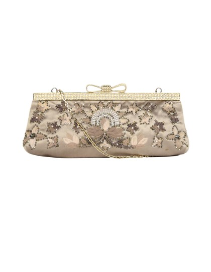 Preload https://img-static.tradesy.com/item/24851408/valentino-beaded-with-crystal-encrusted-bow-and-chain-strap-sand-satin-clutch-0-0-540-540.jpg