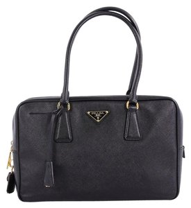 Prada Saffiano Medium Bags - Up to 70% off at Tradesy ba3fb11d36202