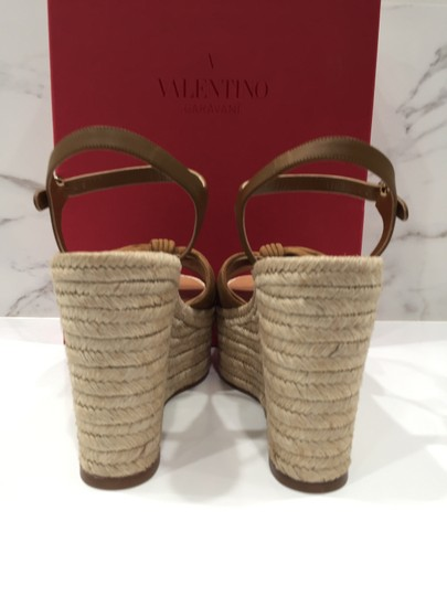 Valentino Rockstud Studded Ankle Strap Bow Cognac Wedges Image 7