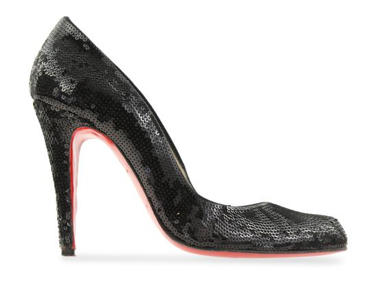 Preload https://img-static.tradesy.com/item/24858965/christian-louboutin-black-sequin-pumps-size-eu-375-approx-us-75-regular-m-b-0-3-540-540.jpg