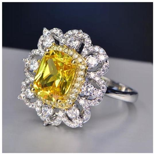 ME Boutiques Private Label Collection Swarovski Crystals The Oneida Ring S5 Image 2