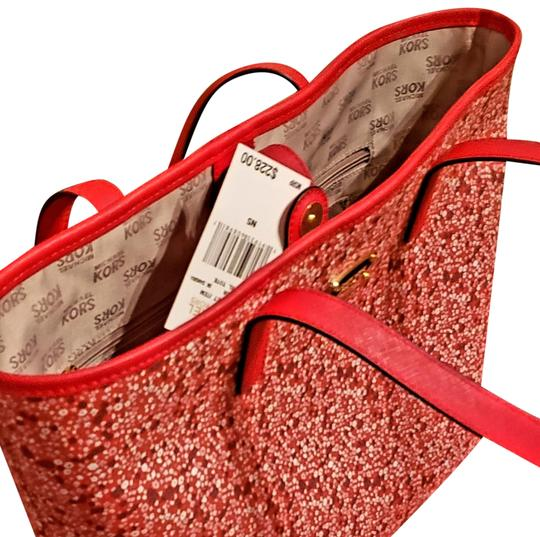 Preload https://img-static.tradesy.com/item/24860016/michael-kors-new-stylish-large-pink-and-red-leather-tote-0-2-540-540.jpg