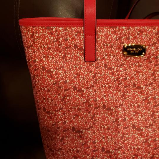 Michael Kors Tote in Pink and Red Image 4