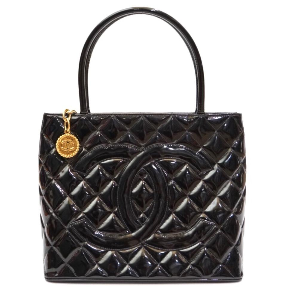 e3f4dd341f68 Chanel Médallion Gold Black Patent Leather Tote - Tradesy