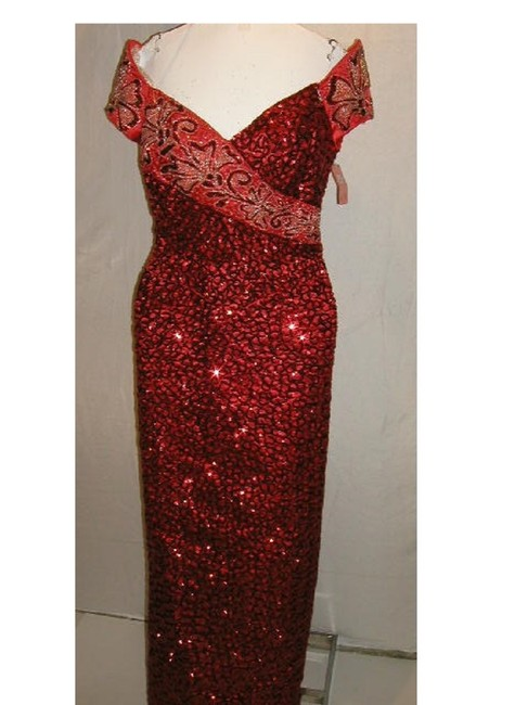 Item - Red/Silver W Drop V-waist Portrait Pageantry V-neckline W/V-back Long Formal Dress Size 14 (L)