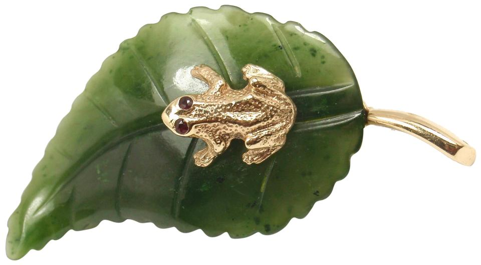 bd489962b87a5 Antique 14k Yellow Gold Frog Carved Green Jade Leaf Brooch Pin