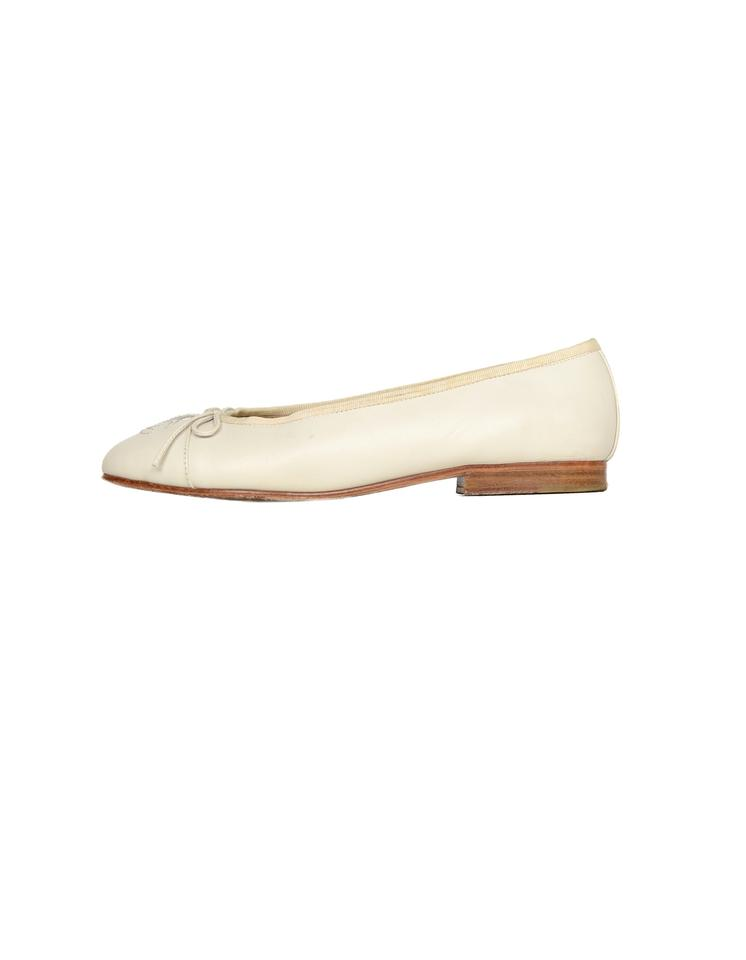 afa066d2f Chanel Cream Leather Cc Ballet Flats Size EU 37 (Approx. US 7 ...